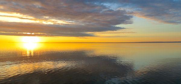 Un des nombreux couchers de soleil durant la croisière © David Lang