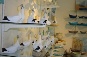Marie-Josée Tommy's ceramic gannets. Each of them individually painted © Le Québec maritime