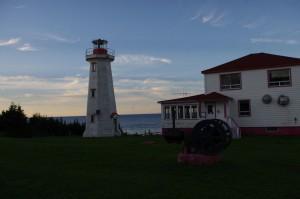 Le phare de Pointe-du-Nord au coucher du soleil