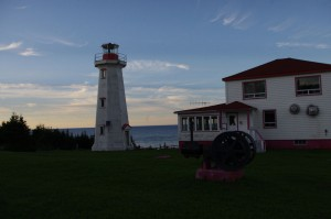 Pointe-du-Nord lighthouse at sundown © Québec maritime