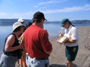 Intepretation activity with Forillon National Park interpreter guides © Serge Ouellet / Parc national Forillon