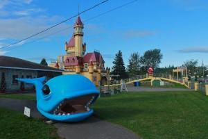 La fameuse baleine avec, en arrière plan, le château qui abrite le musée. © Olivier Pierson