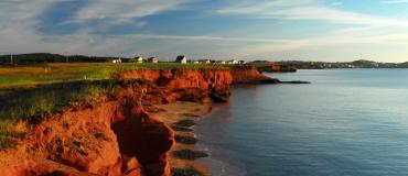 Pourquoi les falaises des Îles de la Madeleine sont-elles rouges?