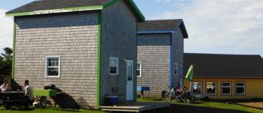 Quels hébergements insolites retrouve-t-on aux Îles de la Madeleine?