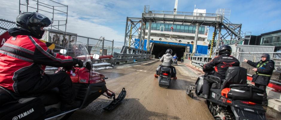 Vivez le Raid du Saint-Laurent! Montez à bord du traversier en motoneige