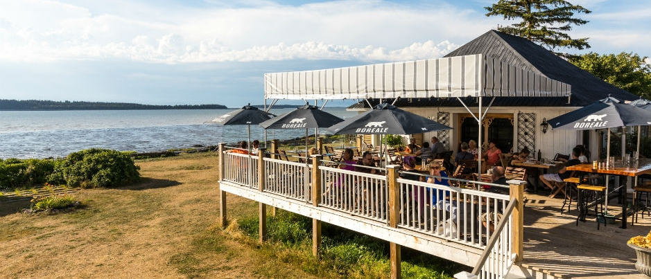 Enjoy a Bite to Eat in the Patio Restaurants of Eastern Québec!