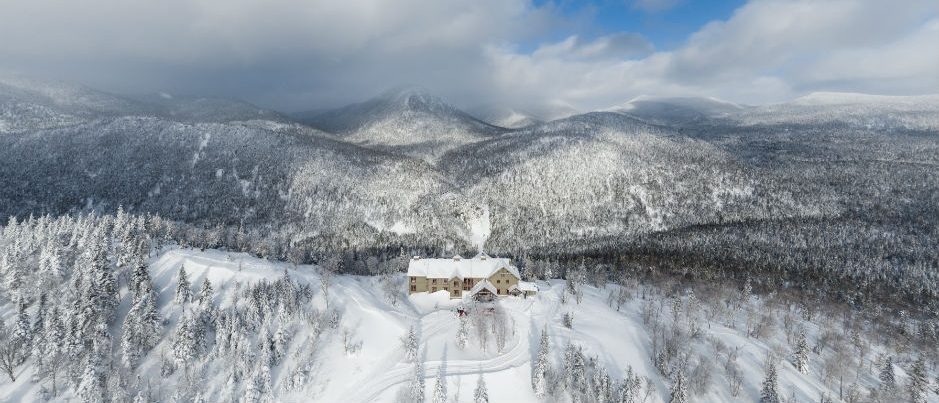 L'Auberge de montagne des Chic-Chocs vue par un skieur hors piste