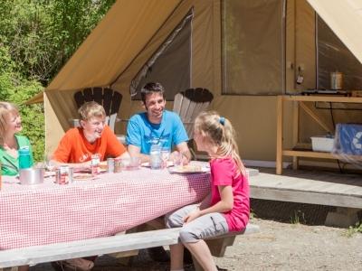 Prêt-à-camper traditionnel au parc national du Lac-Témiscouata